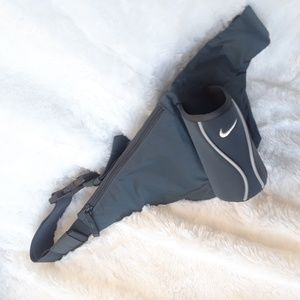 Nike fanny pack with zip pocket & cup holder